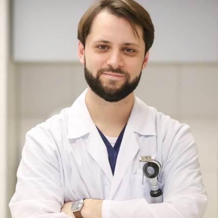 Юрий Юрьевич Сергеев, ведущий русский эксперт по дерматоскопии. Если он не сможет, то никто не сможет.